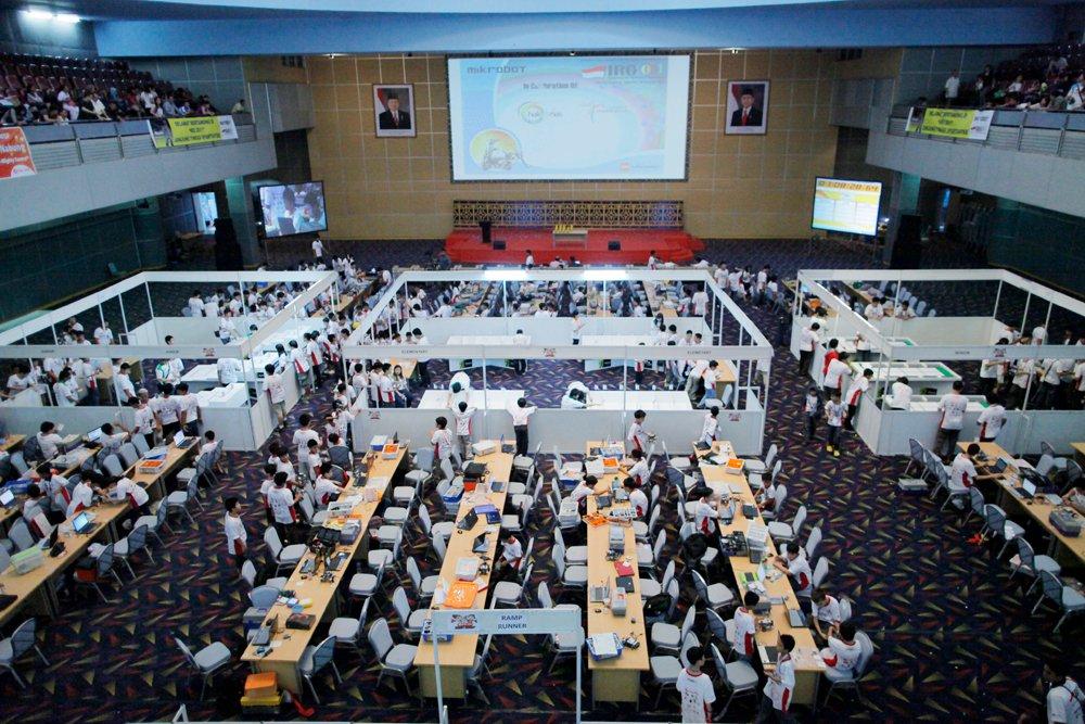 Pengalaman Mengikuti Indonesian Robotic Olympiad (IRO) 2011: Brain Machine (BM)-400 (2/6)